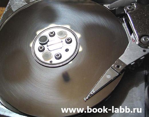 физическое повреждение поверхности жесткого диска